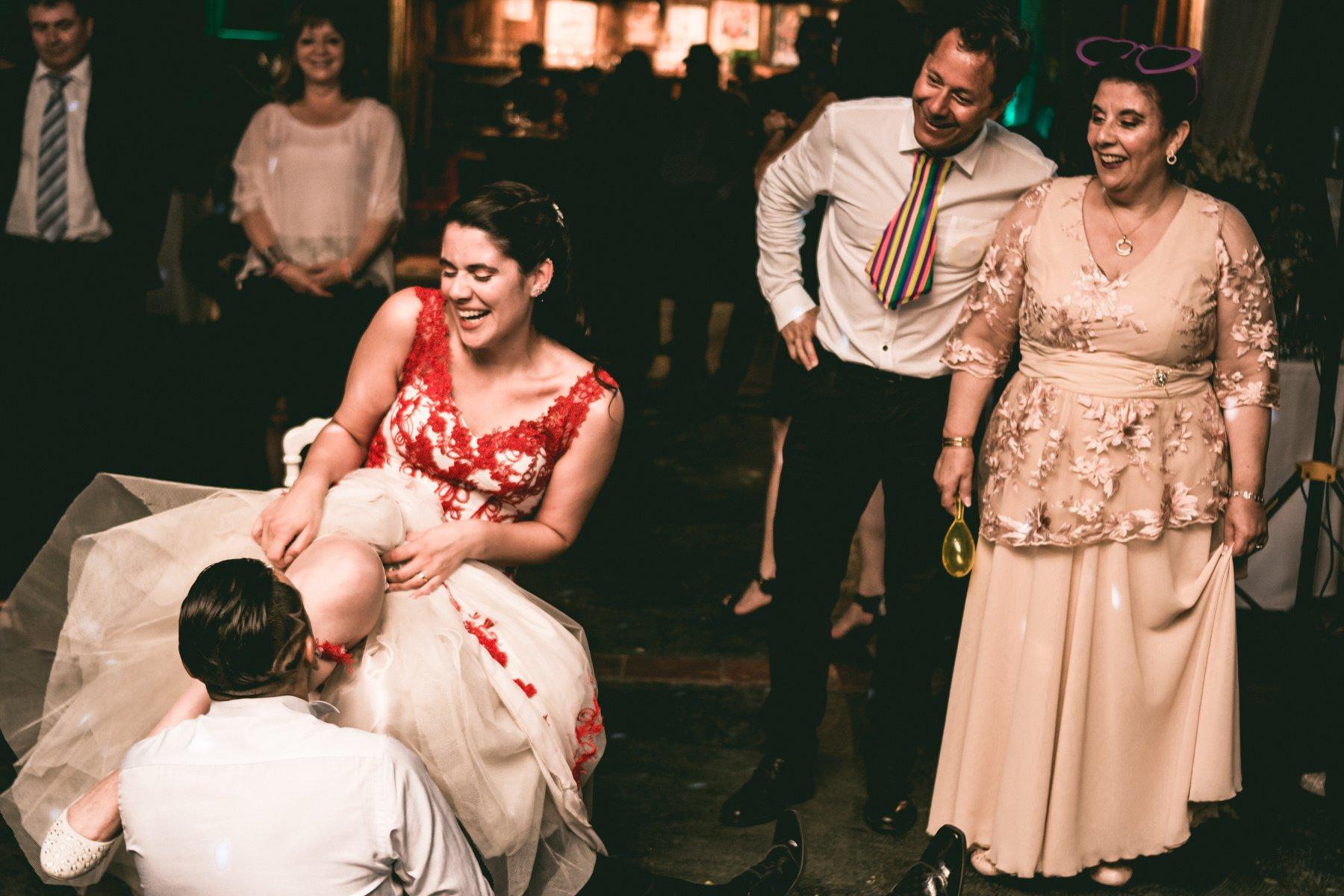 novia con vestido rojo boda en chile