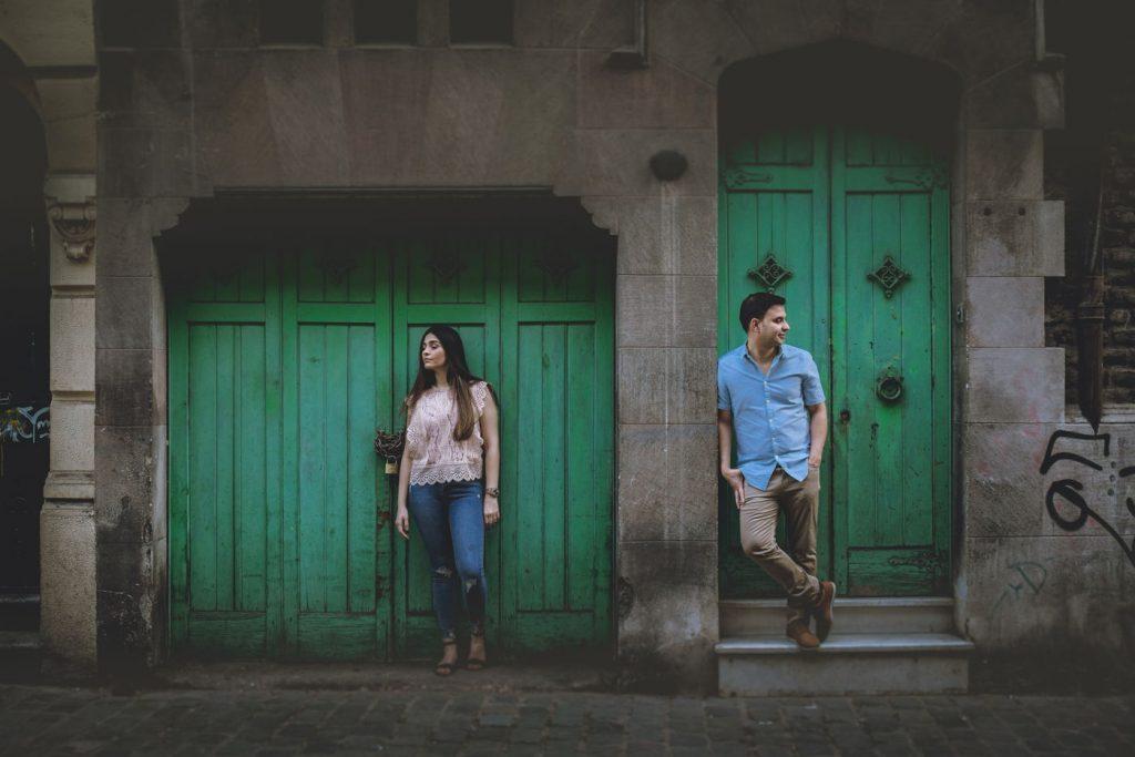 Puertas verdes atardecer en barrio parís londres sesion pre boda barrio paris londres